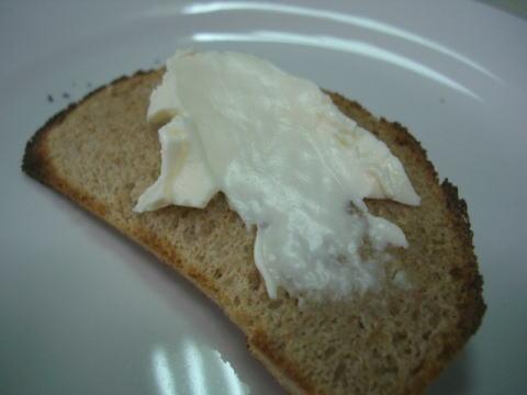 全粒粉のパンと クリームチーズ